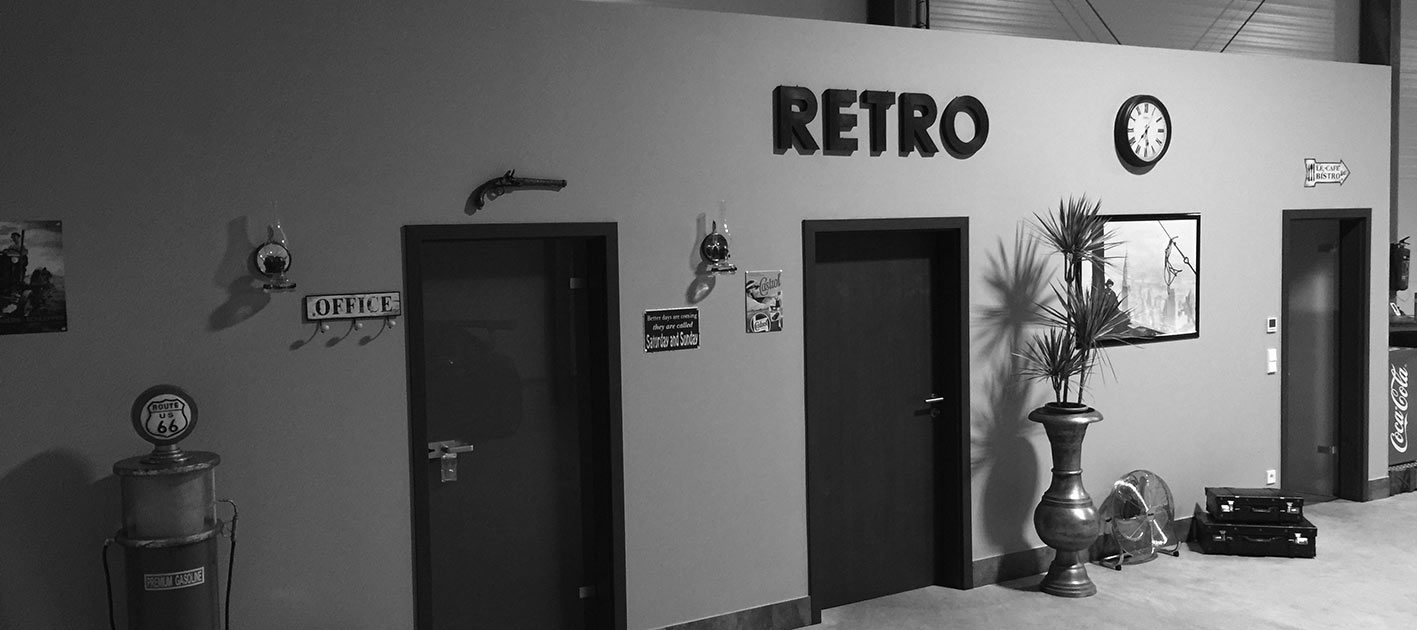 Classics-Home Büro in der Halle für Ihren Autostellplatz
