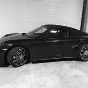 Porsche auf einem Autostellplatz mit rund 15qm